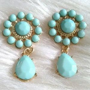 Mint dangle studded earrings nwot